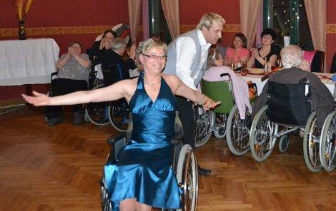 Jarka Panská s tanečním partnerem Jardou  při předtančení