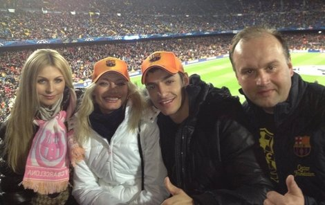Lucie a Michal spolu nedávno byli na fotbale v Barceloně. Společnost jim dělal Marek Vít s přítelkyní.