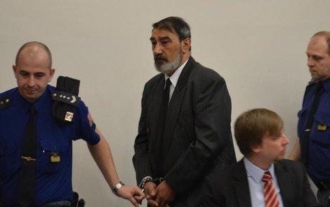 Milan T. seděl u soudu mlčky se sklopenou hlavou, v jednu chvíli se rozplakal.