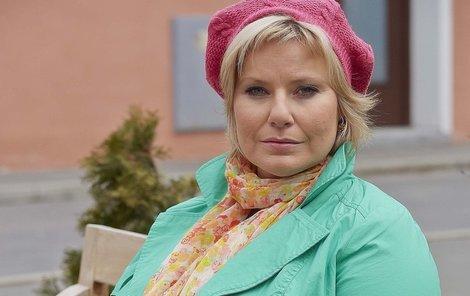 Marika Procházková jako pokladní Milada Hladíková.