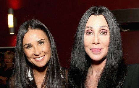 Hollywoodské »ségry« Demi Moore (vlevo) a Cher.