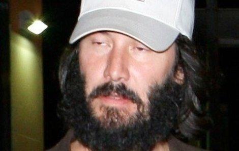 Keanu v Cannes: Dvojitá brada, kila navíc.