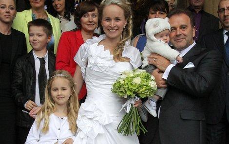 Smolík se svými láskami – manželkou Petrou a dětmi Petruškou a Kubíkem.