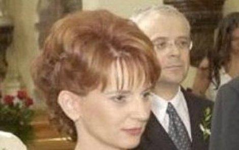 Anna Veverková, v pozadí Vladimír Špidla.