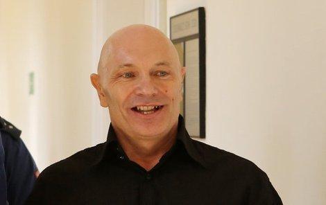 Petr Štalzer přišel včera k soudu s úsměvem na rtech.