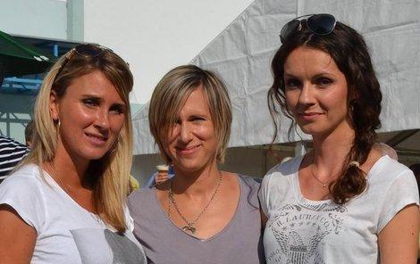 Spojila je rána osudu. Zprava Lucie Marková, Kateřina Rachůnková a láska Josefa Vašíčka Michaela Jajtnerová.