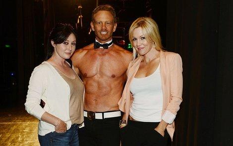 Shannen a Jennie jsou na Iana hrdé, byť se živcí jako striptér.