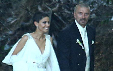 Manželé zářili štěstím.