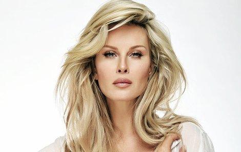 Modelka nafotila tisíce sexy snímků a i ve svých čtyřiceti letech má postavu jako lusk.