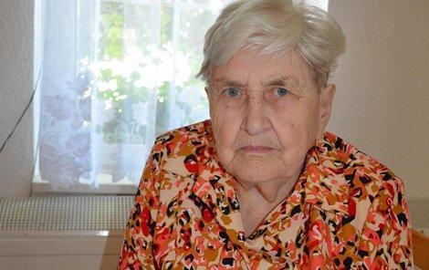 Paní Vlasta má v levém oku »nadstandardní« čočku, do pravého jí ve Zlíně mohou poskytnout jen standardní.