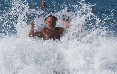 Upír coby Poseidon v Krétském moři.