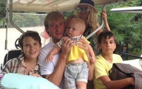 Krasobruslař s nejmladším synem Alexandrem.