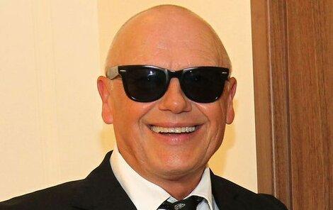 Jiří Korn utrácí za brýle a hodinky velké částky.