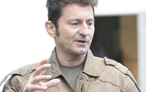 Ondřej Vetchý odešel z premiéry filmu Kmotr.