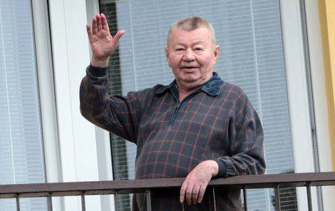 Václav nemá v domově jenom harém, ale také vlastní pokoj s balkonem.