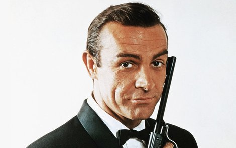 Agent 007 měl pro pěkné ženy vždycky nos.