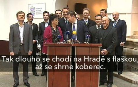 Poslankyně hnutí Úsvit způsobila svým vtipem před televizními mikrofony pořádné pozdvižení.