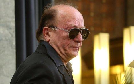Zatím naposled vedly kroky Petra Jandy do strašnického krematoria v úterý, aby dal poslední sbohem Pavlu Bobkovi.