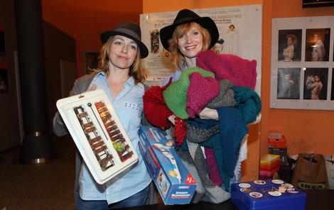 Geislerová s Vilhelmovou si roli prodavaček chvilkami i užívaly.