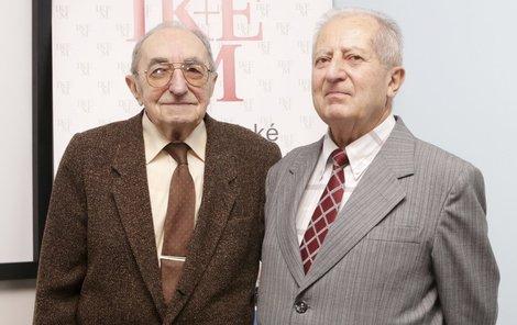 Kardiochirurg Pavel Firt (vlevo) provedl první transplantaci v Česku a Rudolf Sekava, pacient nejdéle žijící po operaci srdce.