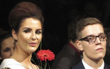 Kateřina vypadala po boku spolužáka Radka minimálně jako jeho o hodně starší sestra...