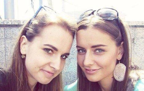 Miss Chlebovská (23) a její sestra (24)