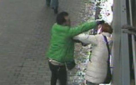 Muž surově napadl ženu!