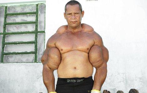 Chlubí se největšími bicepsy v Brazílii, obvod mají 73,66 cm.