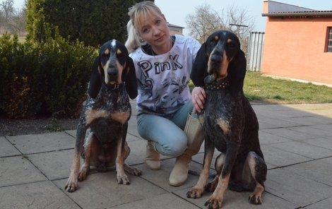 Neznámý psychopat vhodil do zahrady psům otrávené buřty