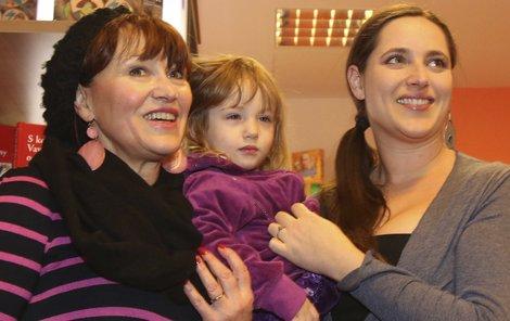 Bára Vaculíková s dcerkou Olivií Coco a maminkou Petrou Černockou