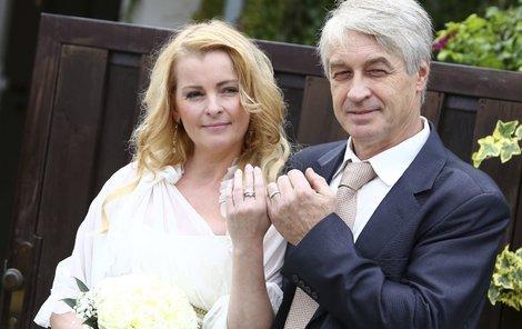 Bartošová se sice provdala za Josefa Rychtáře, ale štěstí jí to nepřineslo.