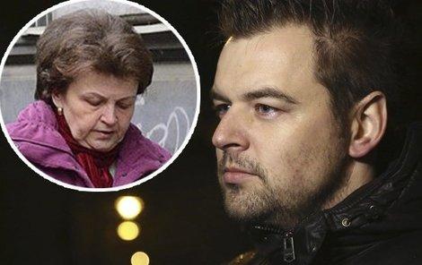 Maminka  Petra Kramného chodí svého syna často navštěvovat.