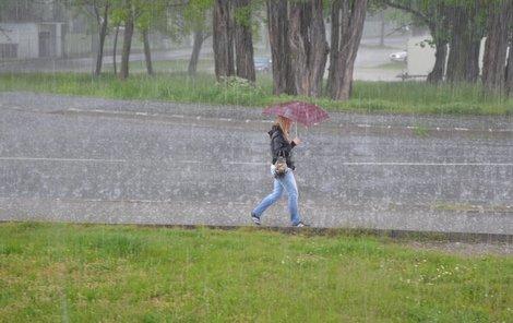 O déšť a bouřky nebude v následujících dnech nouze.