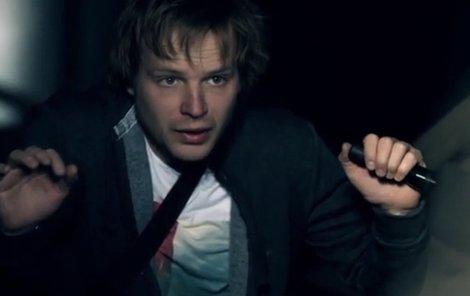 Kryštof Hádek hrál v Cloně policejního kameramana.