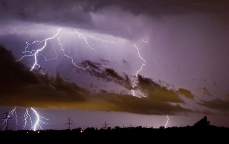 Bouřky večer a v noci potrápí Moravu.