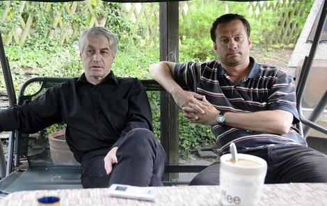 Osazenstvo uhříněveské vily je opravdu výkvět. Vlevo Josef Rychtář, vpravo Petr Veselý.