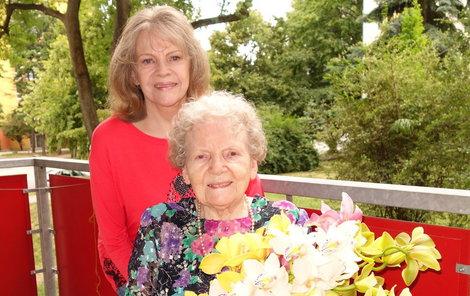 Eva Pilarové s maminkou.