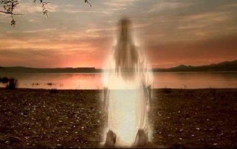 Snímky z klipu písně Chci s Tebou vzlétnout.
