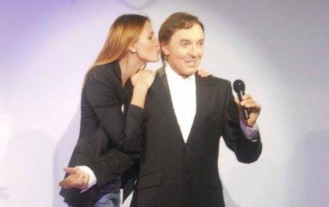 Ivana pusinkuje svého manžela.