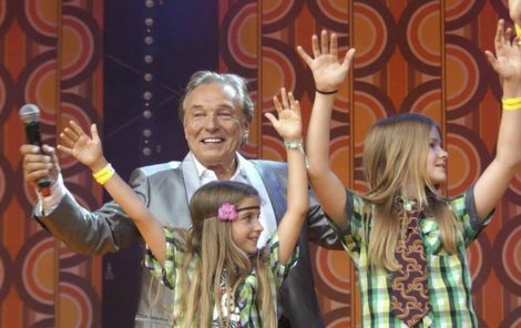 Jubilantovi na koncertě gratulovaly i děti.