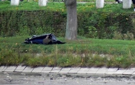 Mrtvola ležela na břehu řeky (ilustrační foto)