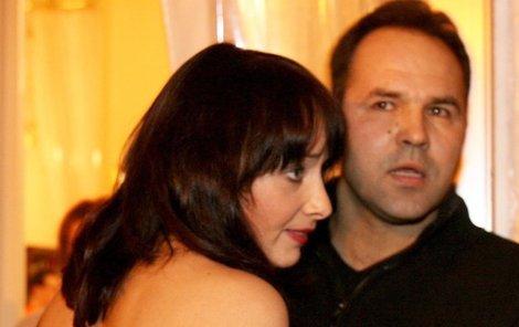 Daniela Šinkorová a její přítel, který se vyhýbá fotografům.