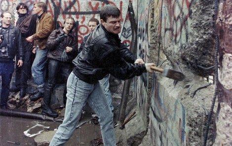 Před 25 lety konečně padla Berlínská zeď.