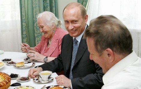 K Putinovi se dostane jen to jídlo, které má takzvanou kremelskou kvalitu. (Ilustrační foto)