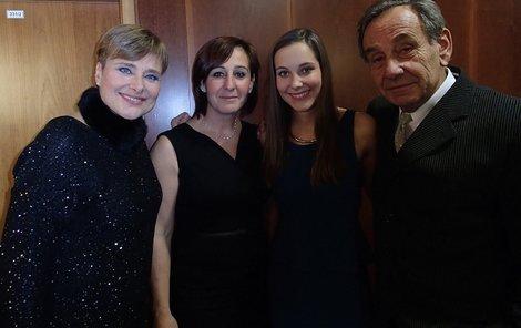 Marie Retková s dcerami a manželem.