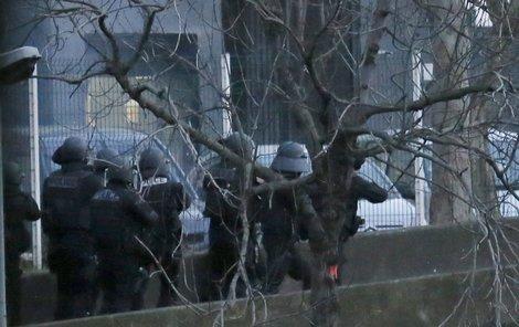 Francouzské zásahové jednotky zabili jak vrahy z pařížské redakce, tak vraha, který zastřelil policistku.