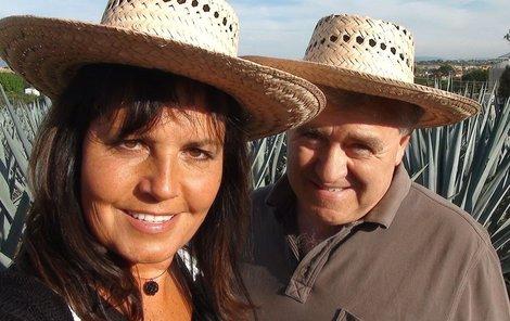 Speciálně pro Nedělní Aha! se Eva s Vaškem nechali zvěčnit ve stylových kloboucích.