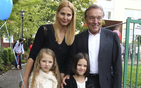 Karel Gott s rodinou.