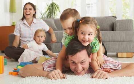 Vláda chystá daňové zvýhodnění pro rodiny se třemi dětmi.