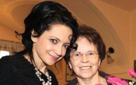 Lucie s milovanou maminkou.